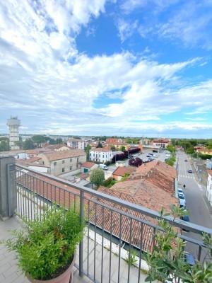Attico con balcone angolare di mq 48 c.a. con splendida vista